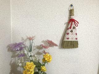 飾りのほうきと花🌸の写真・画像素材[746272]