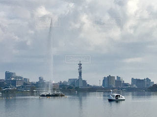 湖を泳ぐスワンボートの写真・画像素材[846034]