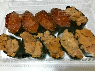 ウニとイクラのお寿司😋の写真・画像素材[1000186]