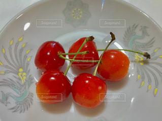 皿の上のサクランボ🍒の写真・画像素材[1280921]