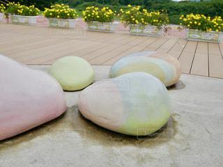 カラフルな石の写真・画像素材[1492516]