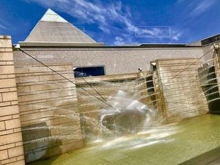水戸芸術館の噴水の写真・画像素材[2089435]