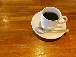 テーブルの上の一杯のコーヒー☕️の写真・画像素材[2288886]