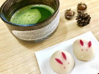 うさぎの和菓子とお抹茶(❁ᴗ͈ˬᴗ͈)っ🍵の写真・画像素材[2423127]