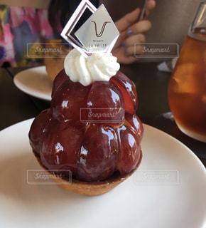 皿にチョコレート ドーナツの写真・画像素材[1262255]
