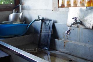 青いボウル付きのキッチンの写真・画像素材[795840]