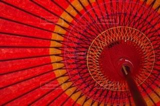 赤い傘の写真・画像素材[2777638]