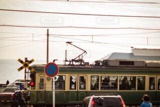 通りを走る電車の写真・画像素材[3689256]