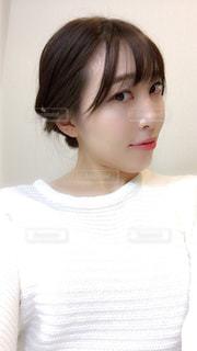 白いシャツの女の写真・画像素材[874491]