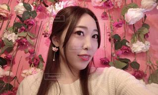 ピンクの髪の女性が自分撮りをするの写真・画像素材[3123926]