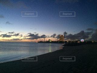 夜景と海の写真・画像素材[704573]