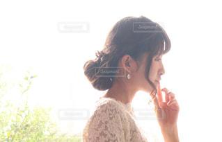 目の前に立っている女性の写真・画像素材[1234252]
