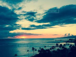 ハワイの海に沈む夕日 - No.844438