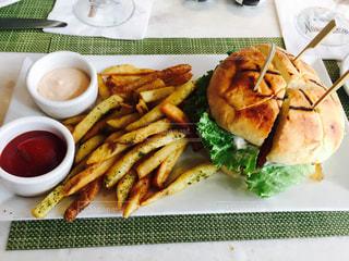 アメリカンサイズのハンバーガー - No.844569