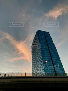 ビルと夕焼けの写真・画像素材[1305658]