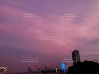 ピンク色に染まる夕焼けの写真・画像素材[1312588]