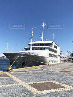 水の中の大型船の写真・画像素材[1318362]