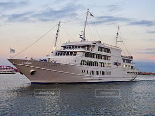 水の中の大型船の写真・画像素材[1372890]