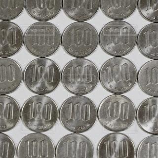 100円玉の写真・画像素材[1642078]