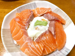 サーモン丼の写真・画像素材[1715109]