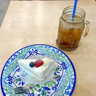 ケーキと飲み物の写真・画像素材[2213527]
