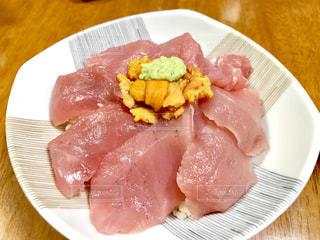 マグロ&ウニ丼の写真・画像素材[2311543]