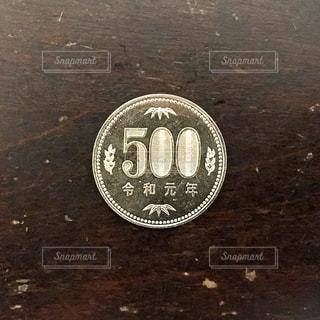 令和元年の500円硬貨の写真・画像素材[2439761]