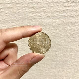 令和元年の500円玉の写真・画像素材[2448044]