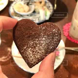 ハート型のココアクッキーの写真・画像素材[2463931]