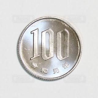 100円玉の写真・画像素材[2867787]