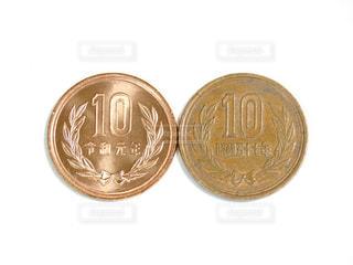 2枚の10円玉の写真・画像素材[2872772]