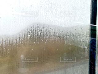 霧で曇った窓の写真・画像素材[2955214]