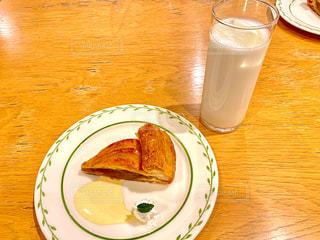 アップルパイと牛乳の写真・画像素材[2966207]