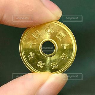 令和元年の五円玉の写真・画像素材[3107651]