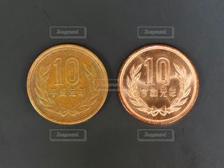 2枚の10円玉の写真・画像素材[3113904]