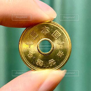 令和元年の五円硬貨の写真・画像素材[3126961]