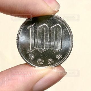 令和元年の100円硬貨の写真・画像素材[3217778]