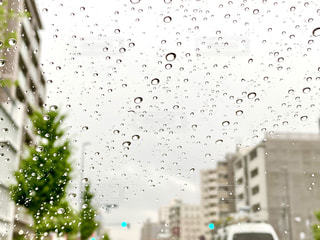 雨の日のドライブの写真・画像素材[3318953]