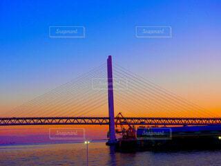 夕暮れの斜張橋の写真・画像素材[3792547]