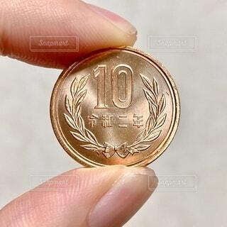 ピカピカの10円玉の写真・画像素材[4068625]