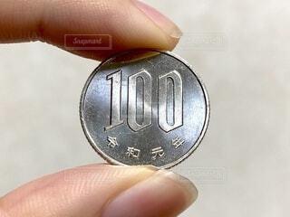 令和元年の100円玉の写真・画像素材[4188928]