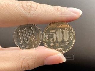 100円玉と500円玉の写真・画像素材[4197080]