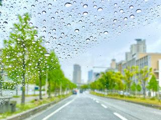 雨の日のドライブの写真・画像素材[4371030]