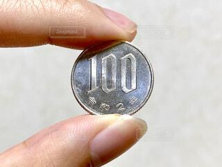 令和2年の100円硬貨の写真・画像素材[4402944]