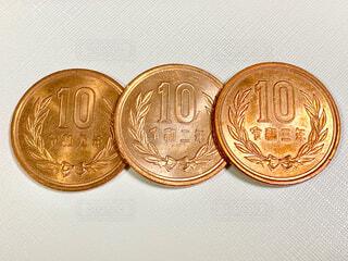 3枚の10円玉の写真・画像素材[4403544]