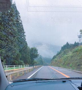 雨の日のドライブの写真・画像素材[725164]