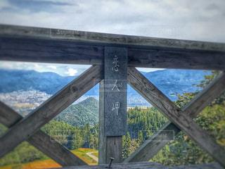 木製のフェンスのビュー - No.795406