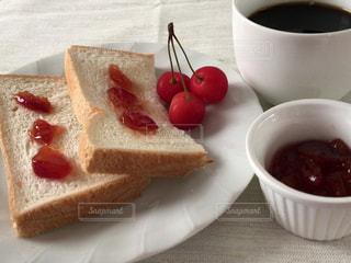 クローズ アップ食べ物の皿とコーヒー カップの写真・画像素材[1277890]
