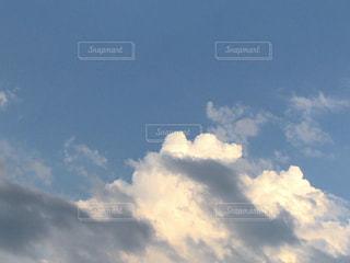 青い空に雲の写真・画像素材[1281040]