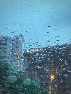 雨雫とビルの写真・画像素材[1776822]